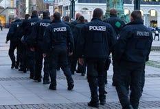 Polizei à Hambourg Rathausmarkt Images libres de droits