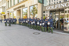 Polizei auf der Bereitschaft, zum am Jahrestag der deutschen Einheit in Franc zu unterstützen Stockfotografie