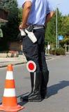 Polizei in einem Kontrollpunkt bei der Prüfung von Kraftfahrern Stockfoto