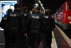 Polizei en Frankfurt-am-Main Hauptbahnhof Imágenes de archivo libres de regalías