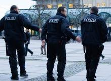 Polizei en Hamburgo Rathausmarkt Imagen de archivo libre de regalías