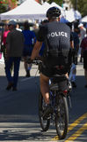 Polizei fährt Patrouille rad Stockbild