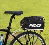 Polizei fährt rad Lizenzfreie Stockbilder