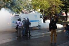 POLIZEI INTERVENIERT IM MAI TAG IN ISTANBUL. Stockfotos
