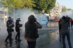 POLIZEI INTERVENIERT IM MAI TAG IN ISTANBUL. Stockbild