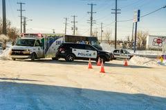 Polizei und Krankenwagen auf roaad Unfallszene lizenzfreie stockbilder