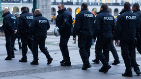 Polizei w Hamburskim Rathausmarkt Zdjęcia Stock