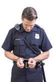 Polizeibeamte in den Handschellen Stockfoto