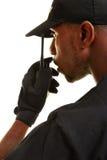 Polizeibeamte, der in Funkgerät spricht Lizenzfreie Stockbilder