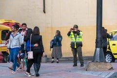 Polizeibeamte Taking Picture Lizenzfreie Stockbilder