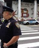 Polizeibeamte und NYPD-Fahrzeug, NYC, NY, USA Lizenzfreie Stockfotos