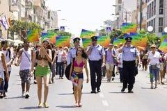 Polizeibeamten, die Sicherheit am Stolz März TA zur Verfügung stellen Stockfotos