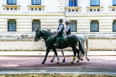 Polizeibeamten zu Pferd auf Pferdeschutz-Straße, London Lizenzfreie Stockfotografie