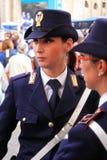 Polizeibeamtin in der Uniform Lizenzfreie Stockbilder