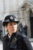 Polizeibeamtin im Dienst Lizenzfreie Stockfotos
