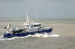 Polizeiboot auf dem Ozean Lizenzfreies Stockbild