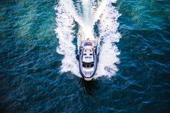 Polizeiboot auf Patrouille Lizenzfreies Stockfoto