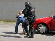 """Polizeigruppen-Fangterroristen mit Bombe in einem Auto in der Stadt von Sofia, Bulgarien †""""Sept, 11,2007 Kriminelle Szene verbr stockfotos"""