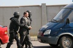 """Polizeigruppen-Fangterroristen mit Bombe in einem Auto in der Stadt von Sofia, Bulgarien †""""Sept, 11,2007 Kriminelle Szene verbr stockfotografie"""