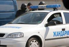 """Polizeigruppen-Fangterroristen mit Bombe in einem Auto in der Stadt von Sofia, Bulgarien †""""Sept, 11,2007 Kriminelle Szene verbr stockbilder"""