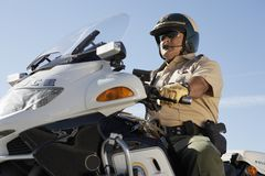 Polizeikommissariats-Reitmotorrad Stockfotos