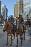 Polizeilich überwachen der Straßen von im Stadtzentrum gelegenem Chicago Stockbilder