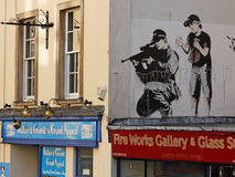 Polizeimeisterschütze durch Banksy Stockfotografie