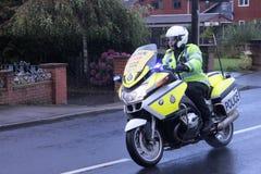 Polizeimotorradgeleitschutz für Schleiferennen Lizenzfreie Stockfotos