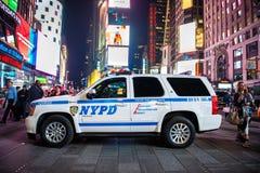 Polizeistreifenwagen NYPD SUV auf Time Square-Straße in New York City, Vereinigte Staaten am 12. Mai 2016 Lizenzfreie Stockfotografie