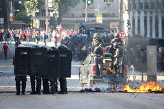 Polizeistreitlust wird verwendet, um Proteste in Rio de Janeiro zu enthalten Lizenzfreies Stockbild
