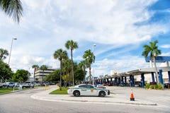 Polizeiwagen, Auto 911 auf Bürgersteigsstraße, Miami, Florida Lizenzfreie Stockfotos