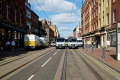 Polizeiwagen, die eine Blockade bilden Stockfotos