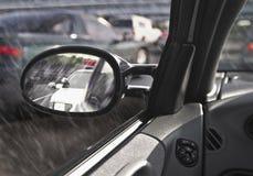 Polizeiwagen im Rearviewspiegel Stockbilder