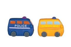 Polizeiwagen und schoolbus lokalisiert auf Weiß lizenzfreie stockfotografie