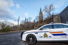 Polizeiwagenstellung RCMP GRC vor dem kanadischen Parlaments-Gebäude lizenzfreie stockfotografie