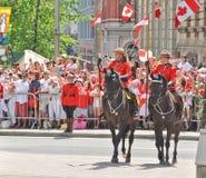 Polizia a cavallo canadese in uniforme di vestito Fotografie Stock