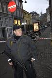 POLIZIA CHE CUSTODICE LA SINAGOGA DELL'EBREO Fotografia Stock Libera da Diritti
