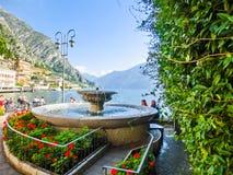 Polizia del sul di Limone, Italia - 21 settembre 2014: Il sentiero costiero con la fontana Immagine Stock Libera da Diritti