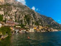 Polizia del sul di Limone, Italia - 21 settembre 2014: Il sentiero costiero con le case Fotografia Stock Libera da Diritti