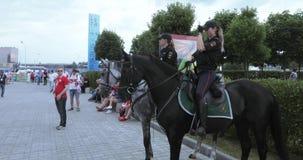 Polizia montata fra i fan video d archivio
