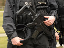 Polizia munita dello SCHIAFFO Fotografia Stock Libera da Diritti