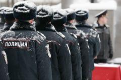 Polizia russa alla via di inverno fotografie stock