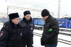 Polizia su un binario ferroviario della stazione Moskva-Tovarnaya Immagine Stock Libera da Diritti