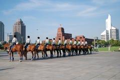 Poliziotte sul cavallo Fotografia Stock