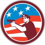 Poliziotto con il cerchio della bandiera americana della pistola retro Fotografia Stock Libera da Diritti