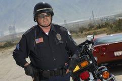 Poliziotto di traffico sulla strada immagine stock libera da diritti