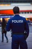 Polizist auf den Straßen von Helsinki Stockbild