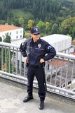 Polizist auf der Brücke Stockbild