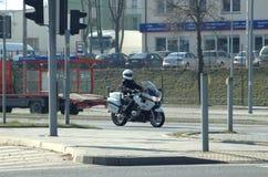 Polizist auf einem Motorrad Lizenzfreie Stockbilder