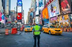 Polizist auf Times Square Stockfotografie